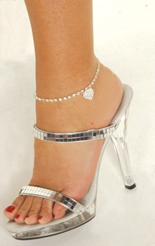 Single Row Anklet with Heart Single row anklet with dangling heart